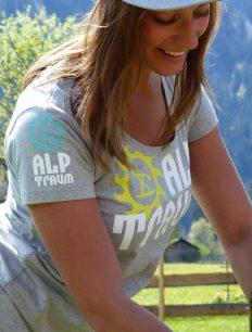 woman t-shirt TRAIL cap BEAR
