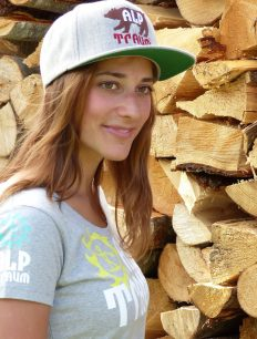 woman t-shirt TRAIL cap BEAR